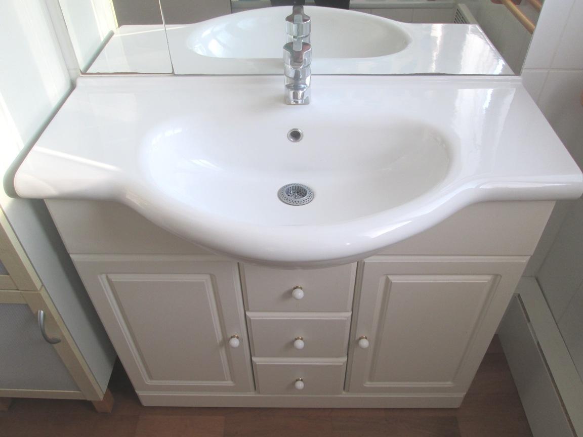 gnial peinture meuble salle de bain 12 repeindre meuble laqu peindre un meuble de salle de bain 20170802054146 u2013 clanizmcom - Repeindre Une Salle De Bain
